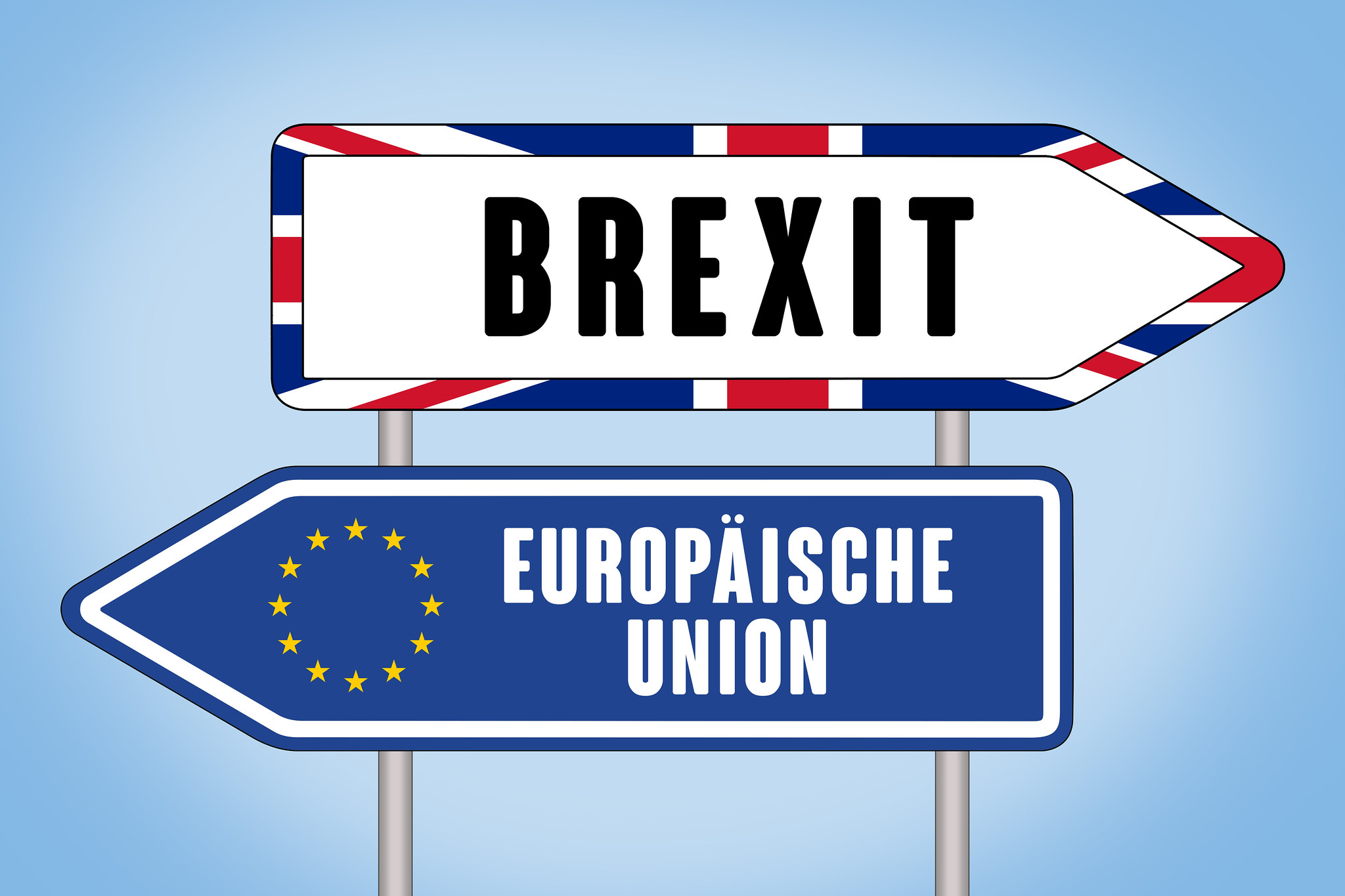 two road signs pointing in opposite directions. One says Brexit, the other Europäische Union